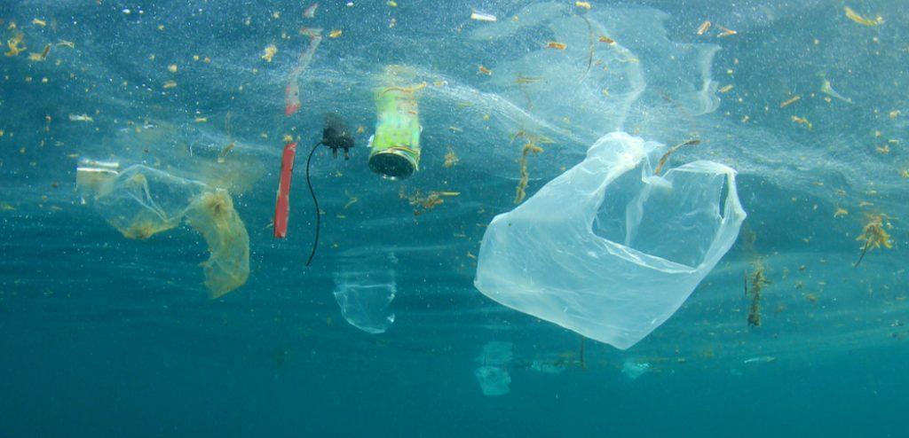 śmieci w oceanach